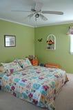 Dormitorio adornado en tonos verdes Imagenes de archivo