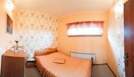 Dormitorio anaranjado lujoso imagenes de archivo