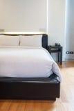 Dormitorio blanco de lujo Fotos de archivo