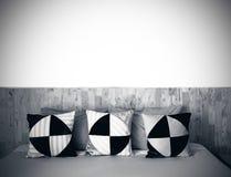 Dormitorio blanco y negro Imagen de archivo libre de regalías
