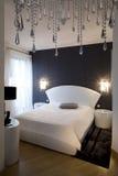 Dormitorio blanco y negro imágenes de archivo libres de regalías