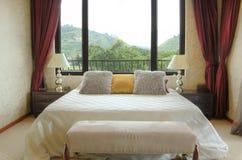 Dormitorio brillante fotos de archivo libres de regalías