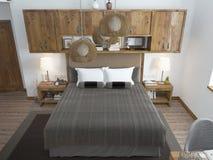 Dormitorio brillante grande en el desván Foto de archivo