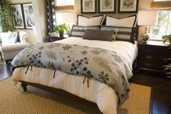 Dormitorio casero de lujo imagen de archivo