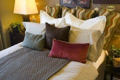 Dormitorio casero de lujo. Fotos de archivo libres de regalías