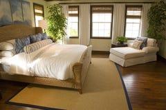 Dormitorio casero de lujo moderno. Fotos de archivo