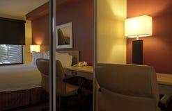 Dormitorio casero moderno del apartamento Imagen de archivo