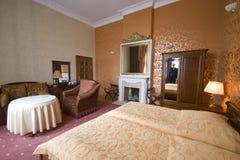 Dormitorio de la cama gemela fotografía de archivo libre de regalías