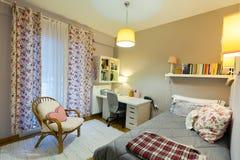 Dormitorio de la estudiante del adolescente Imágenes de archivo libres de regalías