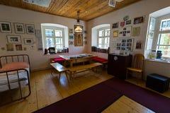 Dormitorio de la niñez de Schwarzenegger en Arnold Alois Schwarzenegger Museum Thal, Estiria en Austria foto de archivo libre de regalías