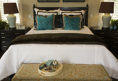 Dormitorio de lujo con estilo. Imagen de archivo