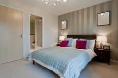 Dormitorio de lujo moderno foto de archivo