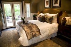 Dormitorio de lujo moderno. Foto de archivo libre de regalías