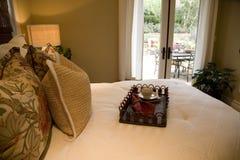 Dormitorio de lujo moderno. Imagen de archivo libre de regalías