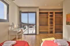 Dormitorio del estilo rural con la visión Fotos de archivo libres de regalías