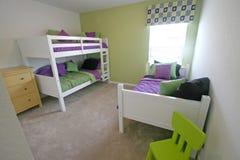 Dormitorio del gemelo y de la cucheta Imágenes de archivo libres de regalías
