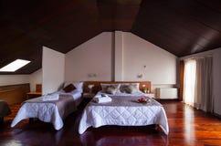 Dormitorio del hotel de Ares Imagenes de archivo