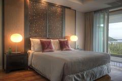 Dormitorio del hotel de centro turístico Imágenes de archivo libres de regalías