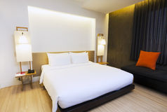Dormitorio del minimalismo Imagen de archivo libre de regalías