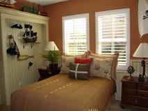 Dormitorio del muchacho joven Foto de archivo