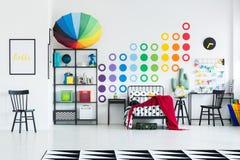 Dormitorio del ` s del niño del arco iris Fotografía de archivo libre de regalías