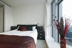 Dormitorio doble moderno Imagen de archivo libre de regalías