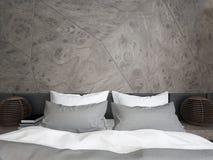 Dormitorio doble moderno con el panel y la lámpara de madera Fotos de archivo libres de regalías