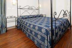 Dormitorio elegante Foto de archivo
