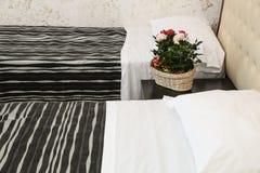 Dormitorio elegante Imagen de archivo libre de regalías