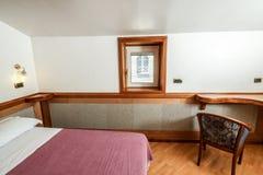 Dormitorio elegante Imágenes de archivo libres de regalías