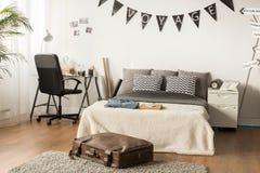 Dormitorio elegante para el adolescente Fotos de archivo libres de regalías