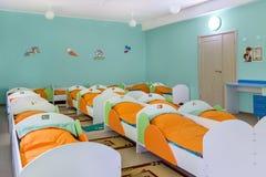 Dormitorio en guardería Fotografía de archivo