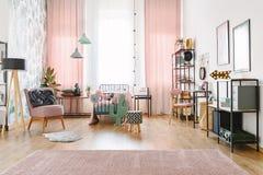 Dormitorio espacioso para el adolescente Imagen de archivo libre de regalías