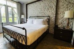 Dormitorio grande del campo del Inglés-estilo Fotografía de archivo