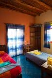 Dormitorio marroquí auténtico en riad tradicional fotos de archivo libres de regalías