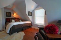 Dormitorio moderno lujoso Imágenes de archivo libres de regalías