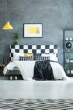Dormitorio oscuro moderno Fotografía de archivo