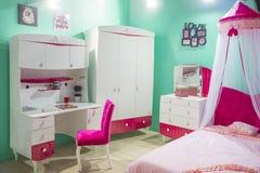 Dormitorio para la pequeña princesa con el toldo Foto de archivo