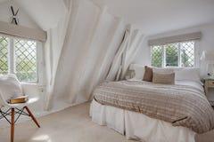 Dormitorio pesadamente emitido de la cabaña Foto de archivo libre de regalías