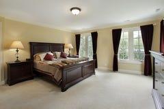 Dormitorio principal con los muebles de caoba