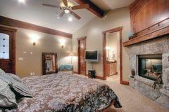 Dormitorio principal lujoso Imagen de archivo libre de regalías