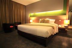 Dormitorio principal moderno de lujo Imágenes de archivo libres de regalías