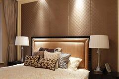 Dormitorio simple en el apartamento Fotografía de archivo