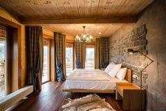 Dormitorio vacío de lujo Foto de archivo libre de regalías