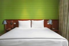 Dormitorio verde Foto de archivo