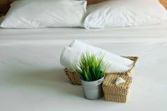 Dormitorios en los hoteles para el viaje y el ocio imagenes de archivo