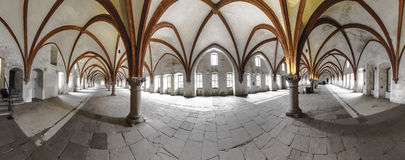 Dormitorium i abbotskloster Royaltyfria Bilder