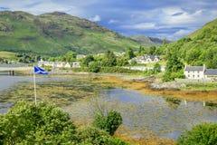 Dorniedorp dichtbij Eileen Donan Castle, Schotland Stock Afbeeldingen