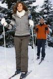 Dorośleć pary narciarstwo Zdjęcie Royalty Free