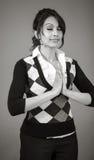 Dorosła indyjska kobieta w studiu odizolowywającym na popielatym Obraz Stock